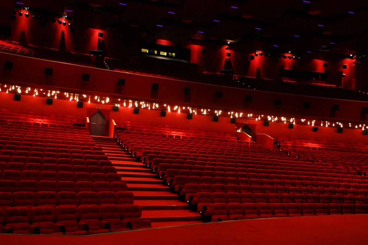 Каро Фильм Октябрь. Самые большие кинотеатры в России