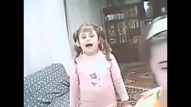 İçine şeytan girmiş küçük kız