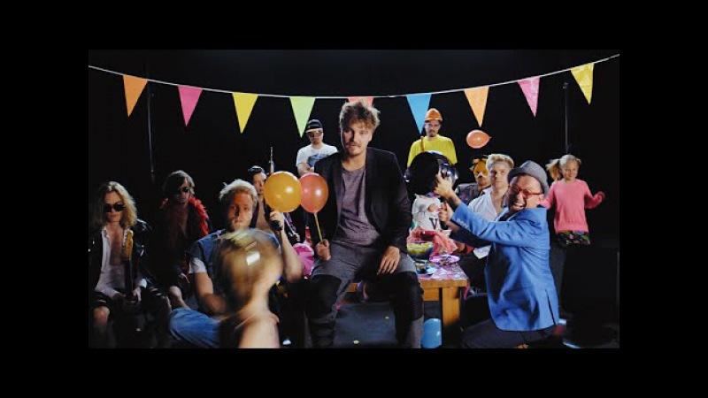 Roope Salminen Koirat - Madafakin darra feat. Ida Paul (virallinen musiikkivideo)