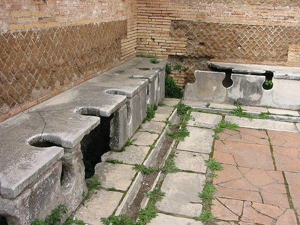 древний публичный туалет