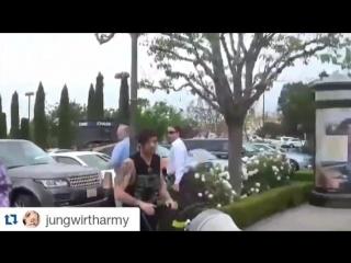 Louis, Freddie, Lottie in LA 07.04.16 (1)