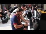 Обалденно сиграли незнакомые пассажиры на пианино в Парижском вокзале