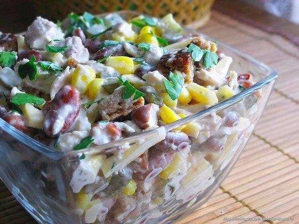 Салат куриный с копченым сыром