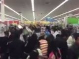 Американцы опустошают полки магазинов в «черную пятницу»
