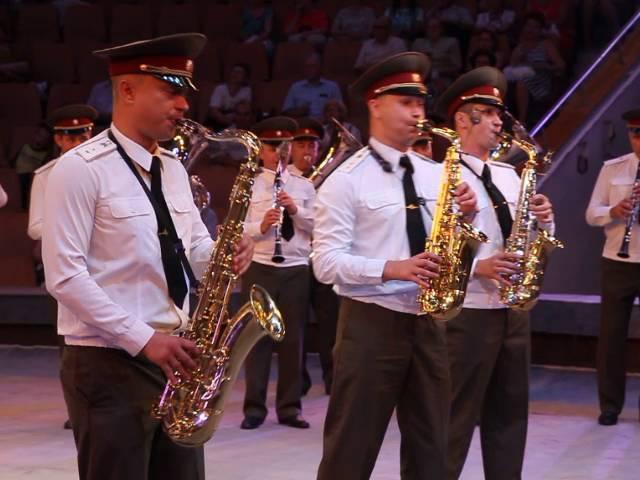 Военный оркестр удивляет своим репертуаром