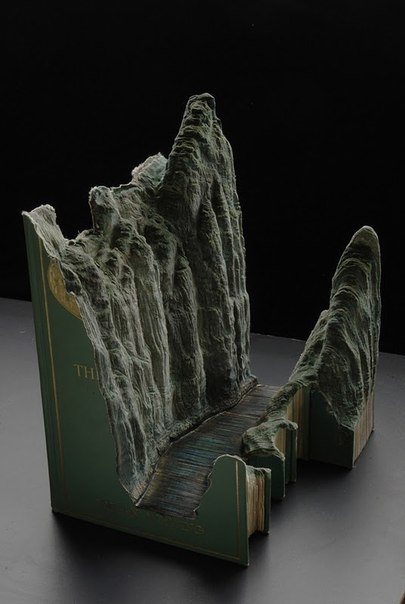 скульптуры из книг гая лорами