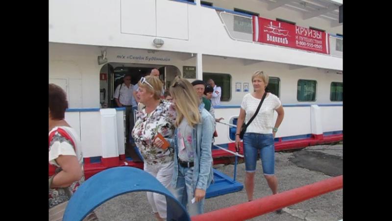 Теплоход Семён Будённый стоит в Саратове, высадка туристов, 4 июня 2016 года » Freewka.com - Смотреть онлайн в хорощем качестве