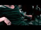 Процесс нанесения татуировки. ( МАМА НАРУГАЕТ )