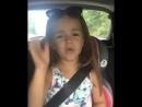 девочка очень хорошо поёт. милая и красивая.😆