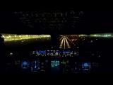 Ночной заход самолетов на посадку с видом из кабины пилотов. Посадка в Дубаи