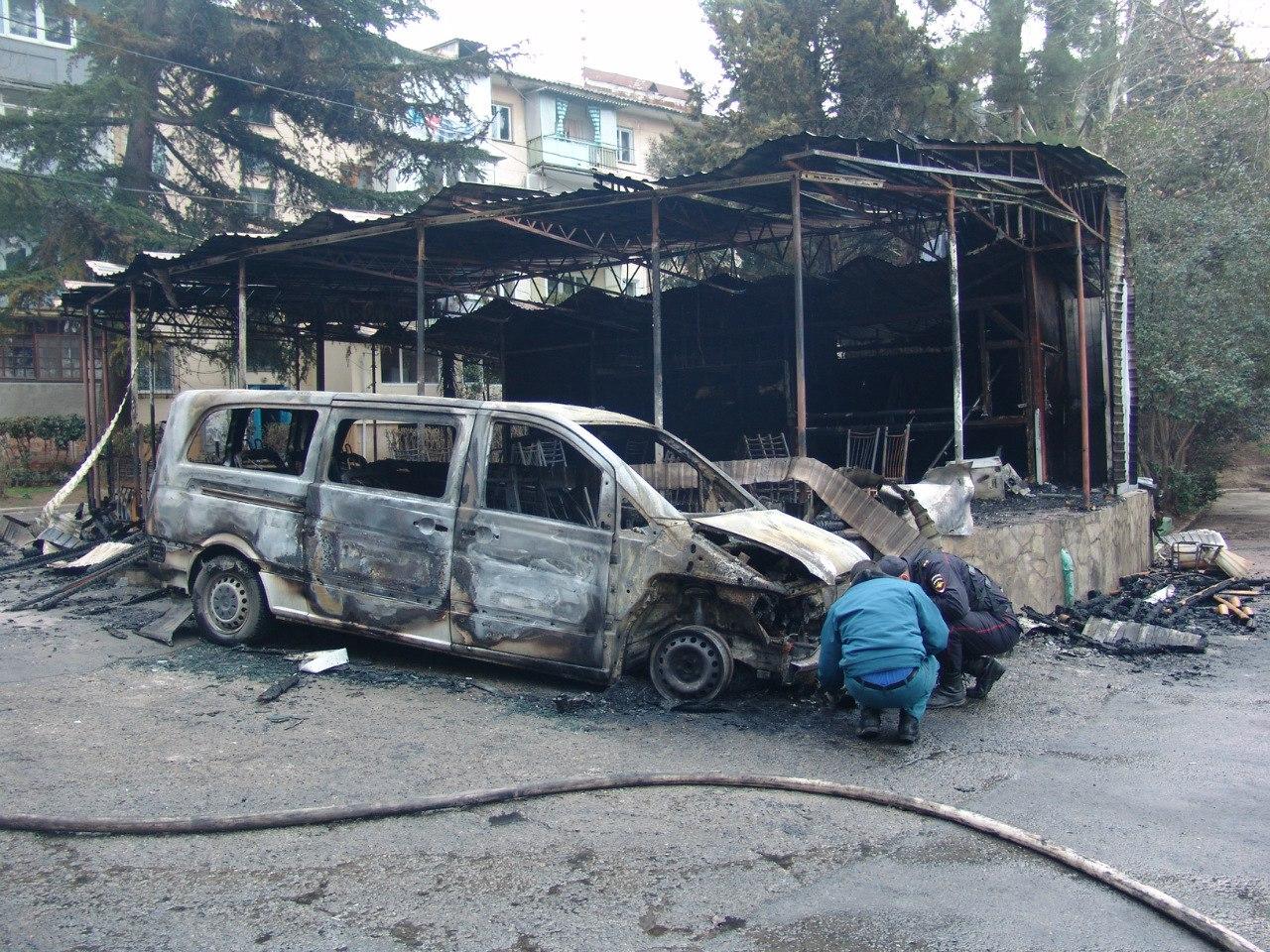 Продолжаются поджоги автомобилей в Крыму