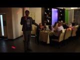Ведущий Артём Михаленко в ресторане