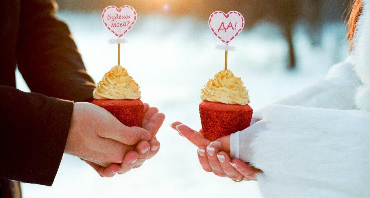 В День Святого Валентина влюбленный житель Екатеринбурга сделал предложение избраннице, «перекрыв» дорогу