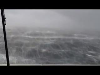 Гигантский танкер попавший в шторм 12 баллов ВОЛНЫ УБИЙЦЫ сильнейший ураган