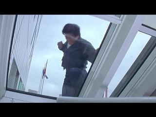 Джеки Чан - крутой и отчаянный мужик! Он не только актёр, но и крутой каскадёр! Зацени 10 самых безбашенных трюков Джеки!