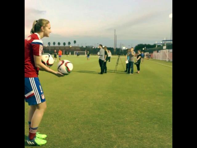 """Vivianne Miedema on Instagram: """"Ballen opruimen kan leuk zijn ✌ FCBinFlorida"""""""