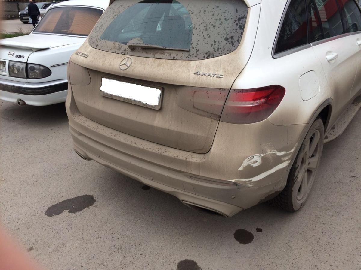 Вчера в Таганроге автоледи на «ВАЗ-21099» протаранила Mercedes Benz GLK 290