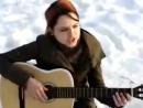 девушка красиво играет на гитаре.супер. - YouTube_0_1406190958878