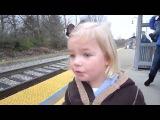 Реакция 3 ех летней девочки на поезд english