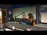 В студии радиостанции «KIIS-FM» в Лос-Анджелесе (18 марта 2016)