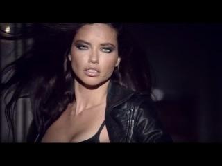 Супермодель Адриана Лима снялась в главной роли в провокационном видео, посвященном парфюму.