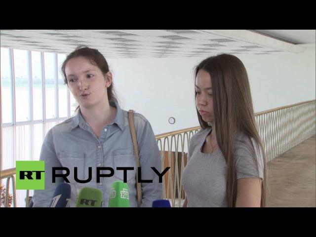 Россия: Жены Русских, выпущенных в Савченко заключенных своп говорил.