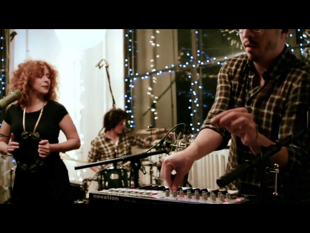 J.Views - This City (ft Noa Lembersky - Live at the Music Playground)