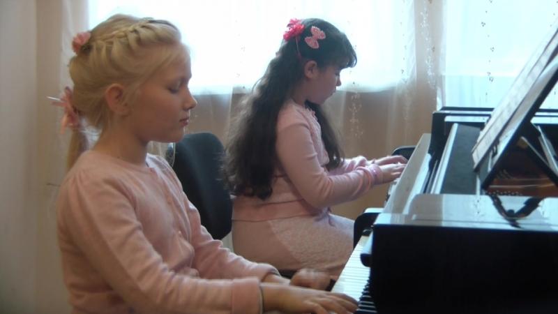 Армейский радиопередатчик от Влады и Эвелины в подарок одноклассникам на 23 февраля.