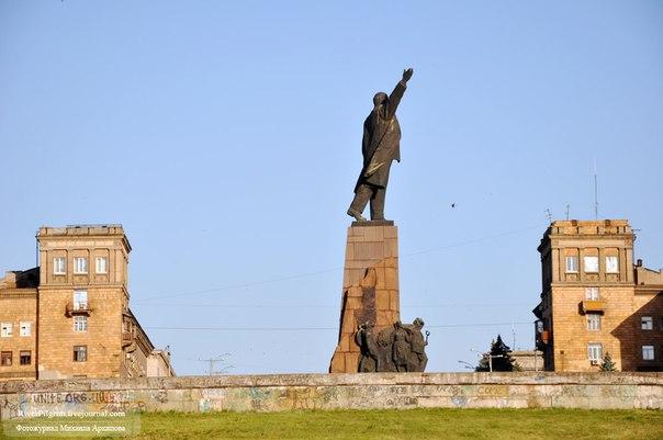 «Похоронить» или выставить на показ: Власть думает над тем, что делать с декоммунизированными памятниками
