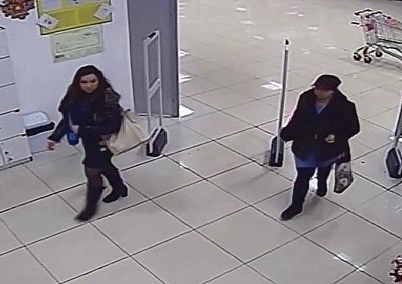 Молодых женщин, воровавших кошельки у покупательниц в магазинах Нижнекамска, задержали