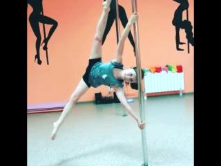Наша маленькая ученица Александра!Детский Pole Dance
