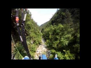 все начинается на 5:29 Horrorflug mit Gleitschirm in die italienische Klamm, ein fast crash beim paragliding