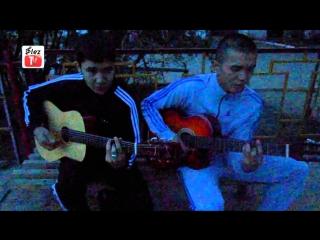 Казахи красиво поют под гитару