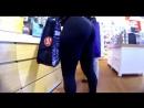 Подсматриваем за азиатской с большой попой в леггинсах  / Voyeur candid Asian ass tight leggings