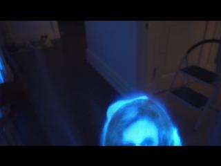 Крутой розыгрыш: Парень сделал голограмму призрака чтобы разыграть свою девушку.