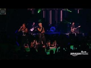 Papa Roach - Scars (feat. Jenna McDougall from Tonight Alive) (Live APMA 2016)