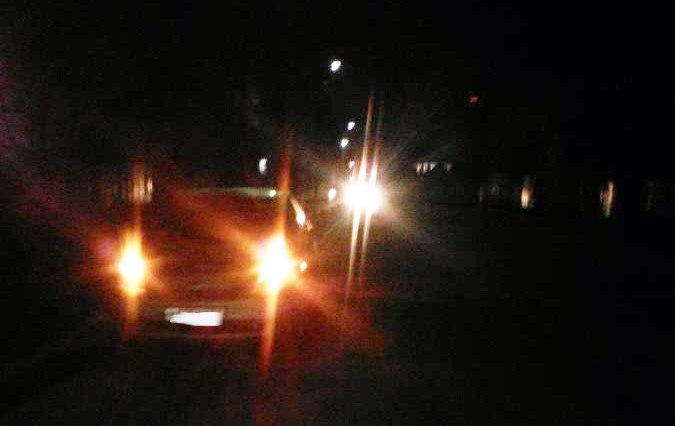 В городе Таганроге Lada Granta и Toyota попали в глубокие ямы и получили механические повреждения