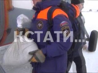 Сотрудники МЧС решили с вертолетов бомбить лед углем