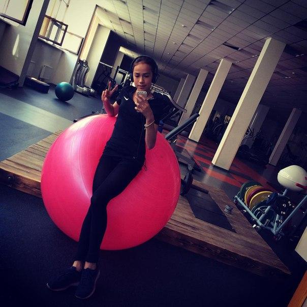 Розовый мяч Новогорска & Индивидуальный чемодан фигуриста Wa0G_TxaPJc