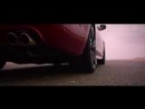 2016 Jaguar XJR против Jetman – один на один в дубайской пустыне