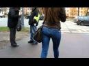 Милашка с красивой фигуркой в джинсах 2