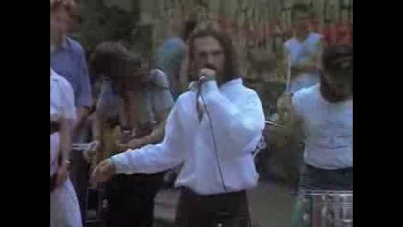 Павел Смеян пел песню «Выть, пить, жить!» на Арбате