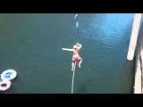 Девушка выполнила на тарзанке неожиданный кульбит