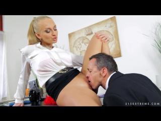 Начальница либо уволит либо секс