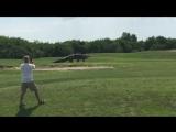 Giant Gator Walks Across Florida Golf Course Нежданчик на поле для гольфа Гигантский аллигатор прогуливается во Флориде