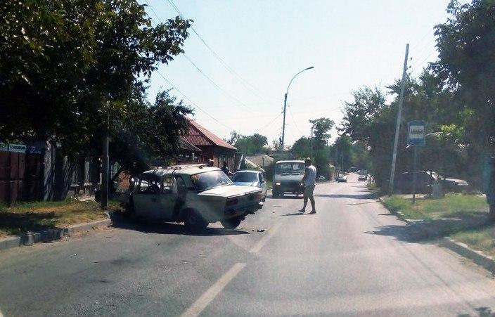 В Таганроге дедушка на «шестерке» врезался в столб