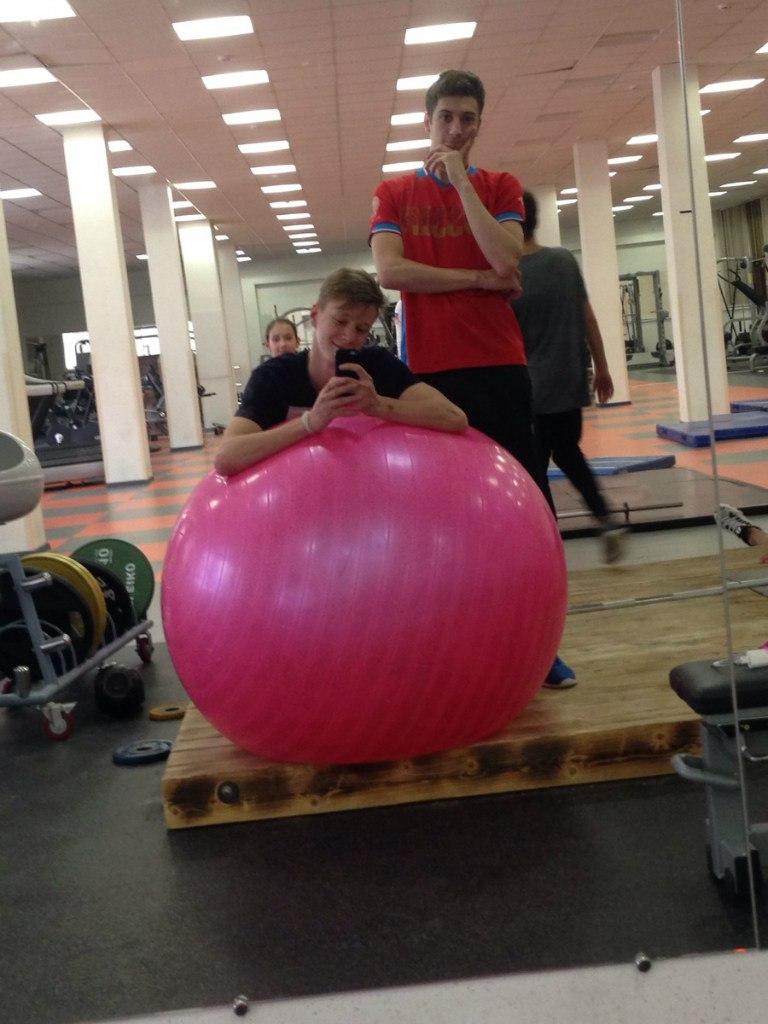 Розовый мяч Новогорска & Индивидуальный чемодан фигуриста Gg1cr_7lttw