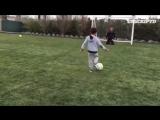 Криштиану вместе с сыном практикуют удары с пенальти