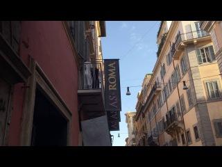 Nainggolan al Roma Store riceve cori dai tifosi presenti