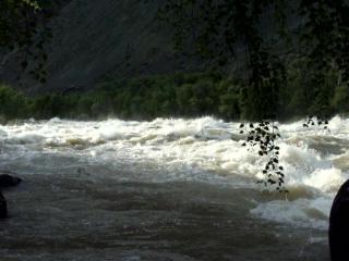 Алтай, река Чулышман, Итыкайская шивера (паводок) 08 июня 2016